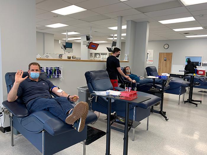 fsi donates blood